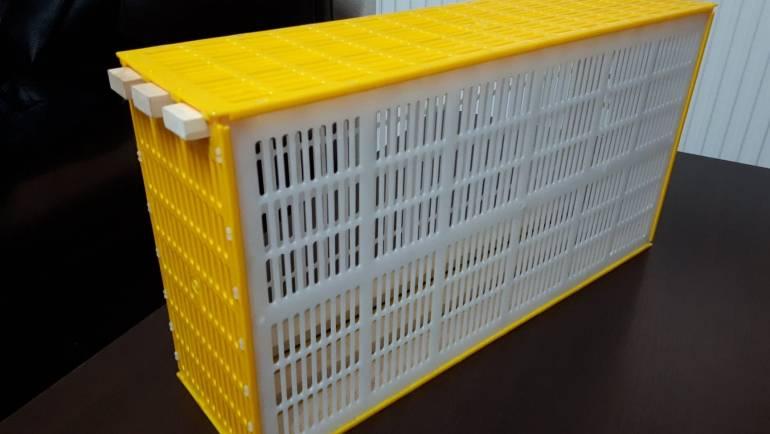 Izolator matice sa tri LR rama od plastike